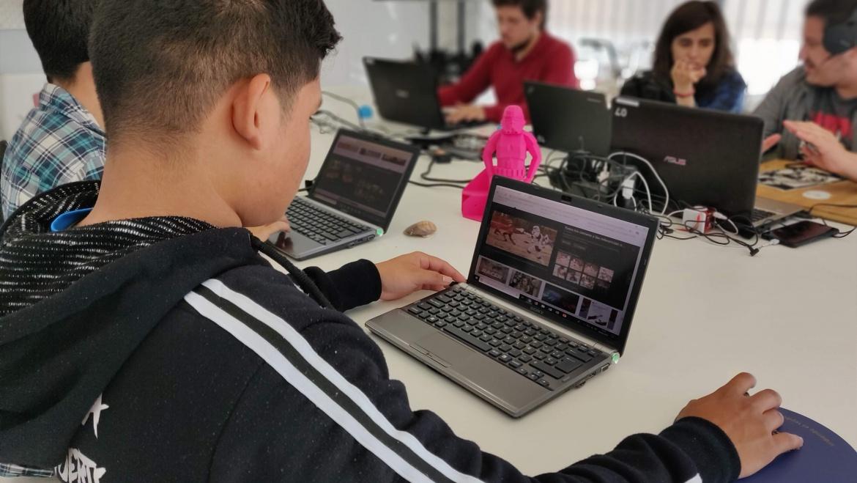 La Rueca Asociación recibe una donación de equipamiento de la Red Conecta de Fundación Esplai