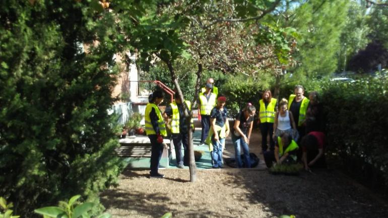 El EAD Retiro renatura una zona verde junto a Servicios Sociales