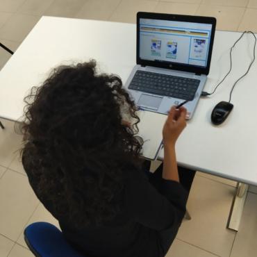 Jovenes en contacto con empresas