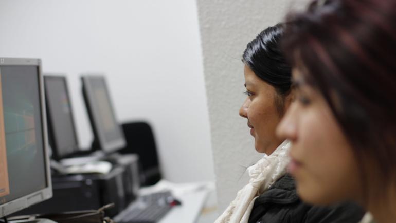 Desarrollo de habilidades contra la brecha digital de género
